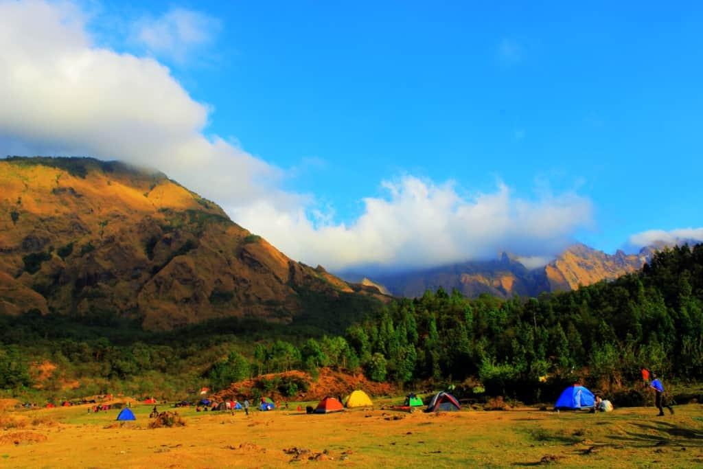 puncak paling tinggi di Sulawesi