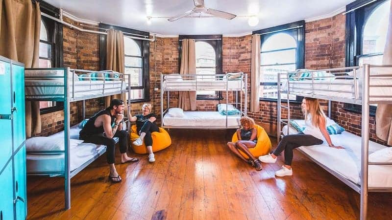 Tips Menginap di Hostel