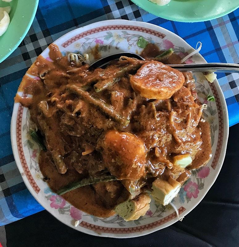 gado-gado enak di Surabaya.