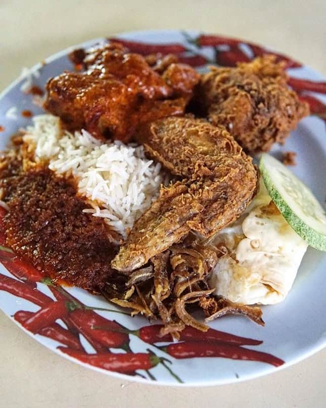 Nasi lemak enak di Singapura