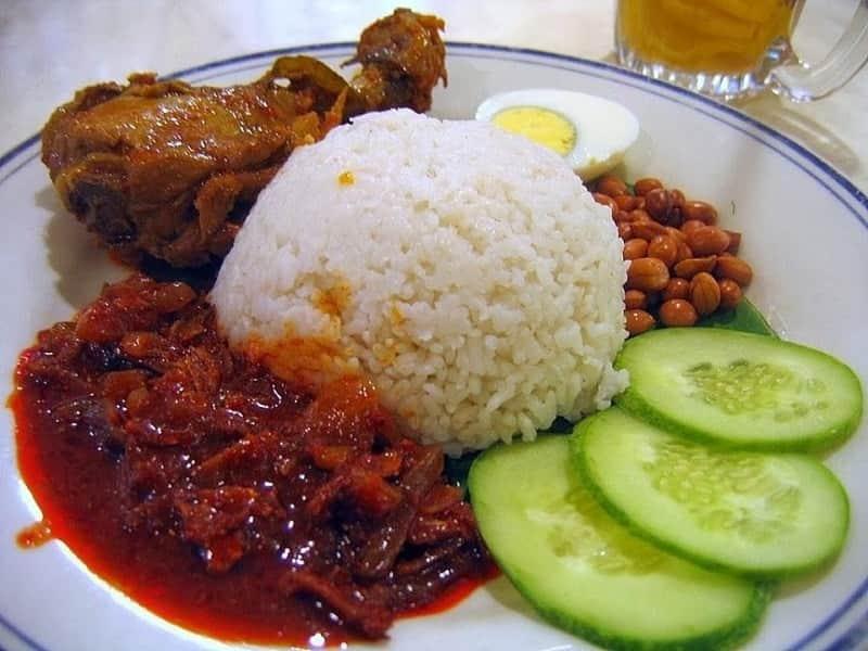 10 Nasi lemak enak di Singapura, Rasanya Gurih menggoda Lidah
