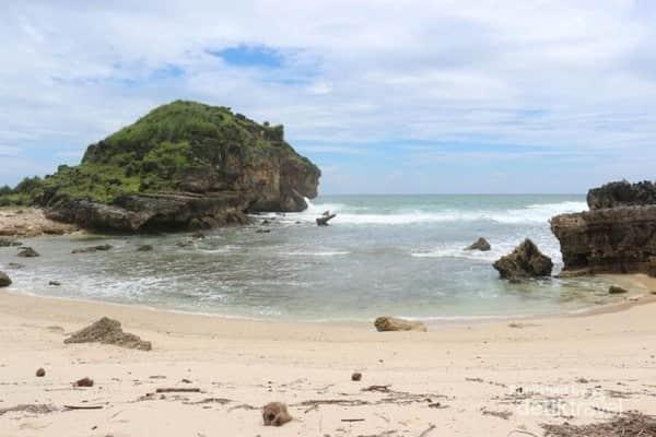 pantai keren di Pacitan