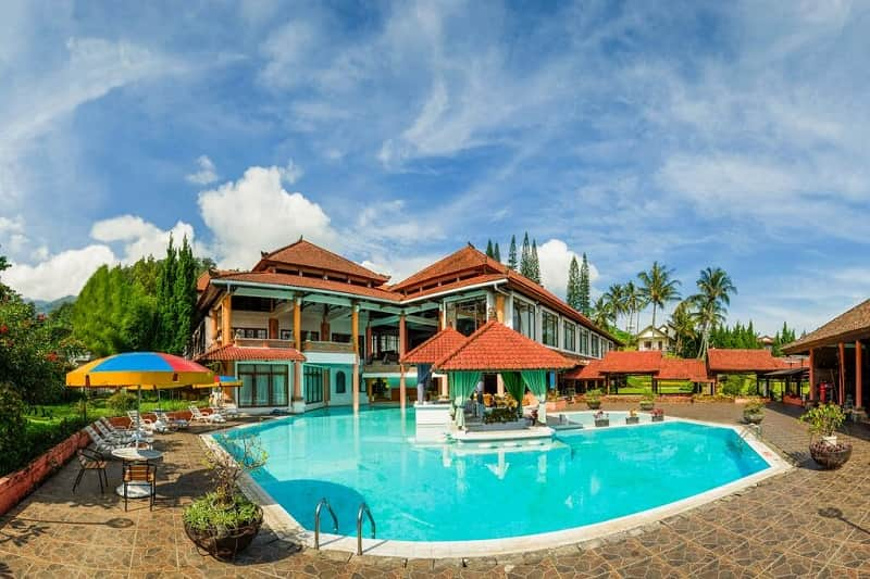 royal trawas hotel and cottages