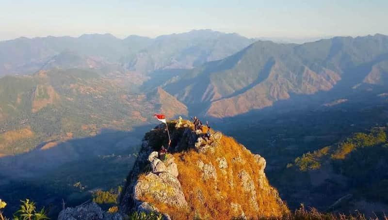 Lokasi Panjat Tebing Terbaik di Indonesia