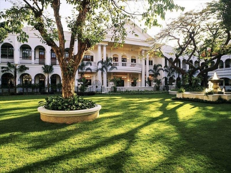 Hotel Dengan Makanan paling  Enak di Surabaya