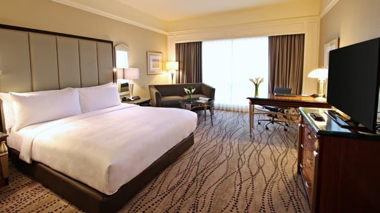 Hotel Dengan sajian makanan Enak di Surabaya