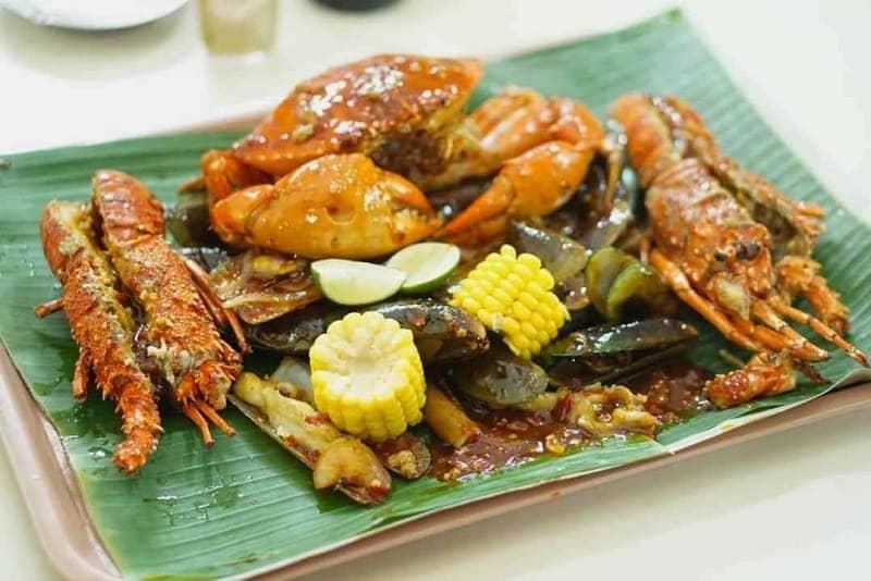 Kuliner enak di stasiun KRL dan MRT Jakarta