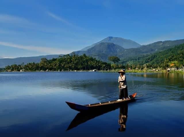 10 Danau Dengan Cerita Horor di Indonesia Bikin Bulu Kuduk Berdiri
