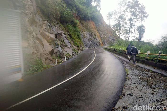 Jalan Raya Pakenjeng