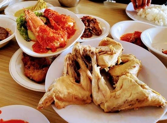 10 Destinasi Wisata Kuliner di Padang Miliki Cita Rasa Autentik dan Unik