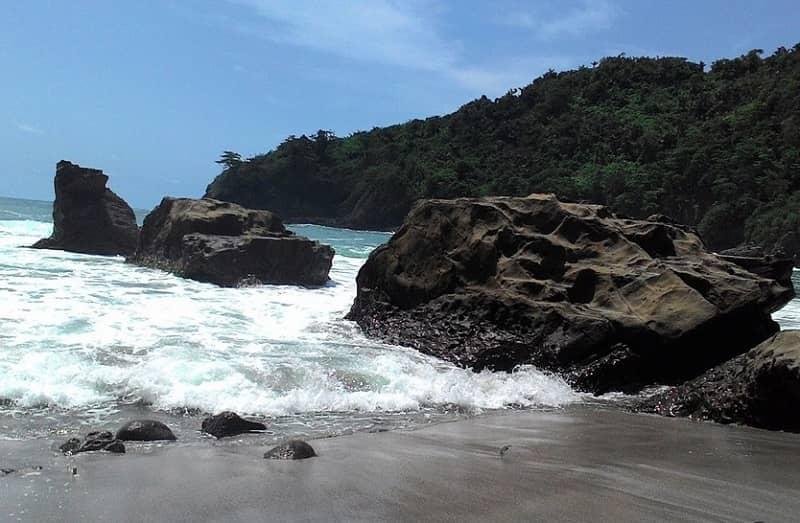 Pantai Kali Kencana