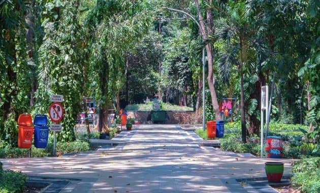 7 Taman Asri di Surabaya Cocok Untuk Jalan Sehat Hingga Piknik