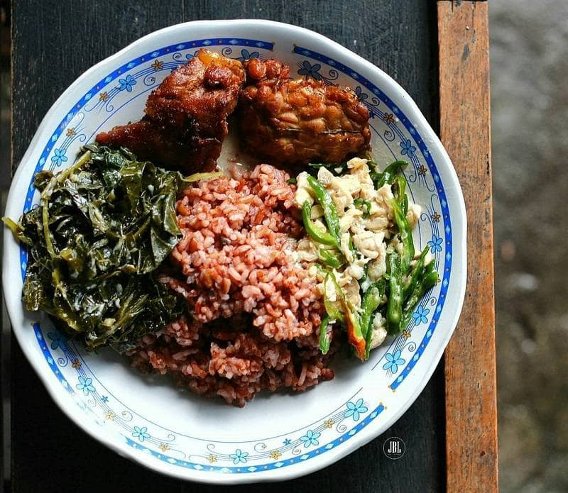 Lombok Ijo Vegetables and Red Rice