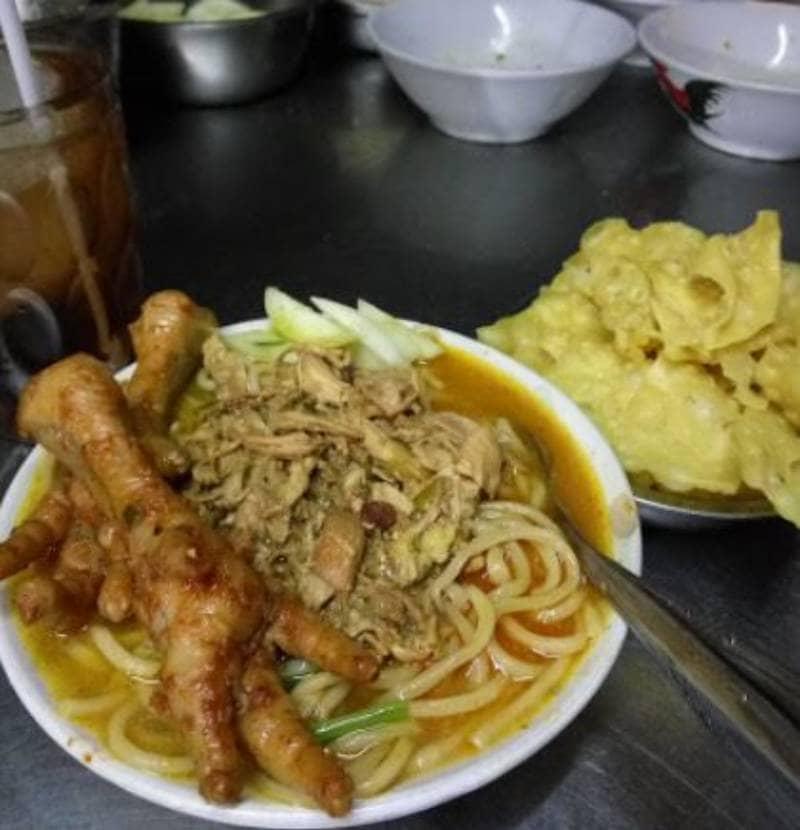 10 Rekomendasi Mie Ayam Ceker Paling Enak di Surabaya