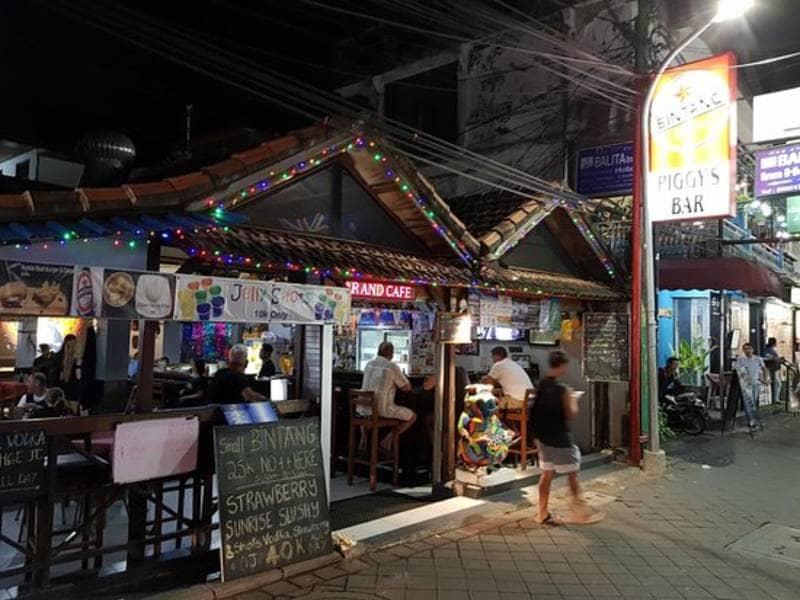 Piggy's Bar and Cafe